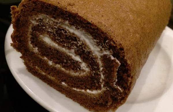 cach-lam-banh-Matcha-Cocea-Roll-Cake