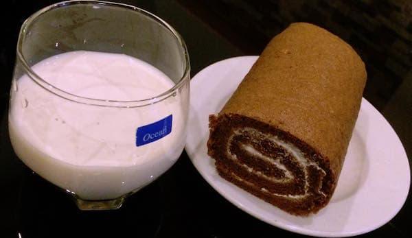 cach-lam-banh-Matcha-Cocea-Roll-Cake2