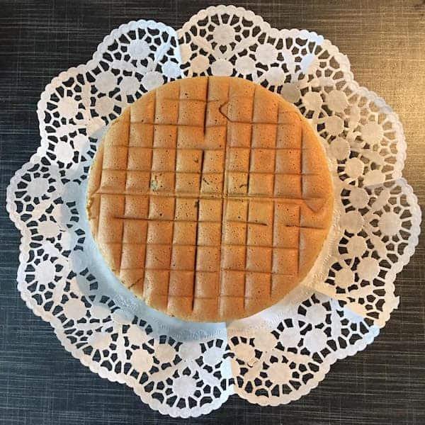 Hướng dẫn cách làm bánh bông lan trà xanh và nho