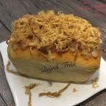 Thưởng thức bánh mì chà bông sốt phô mai bên trong ngon lạ